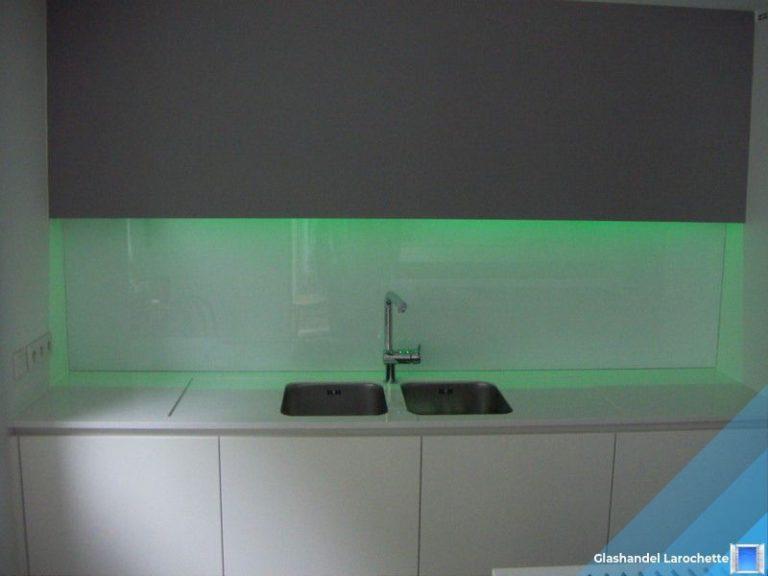 Pure White Lacobel glazen spatwand met LED verlichting