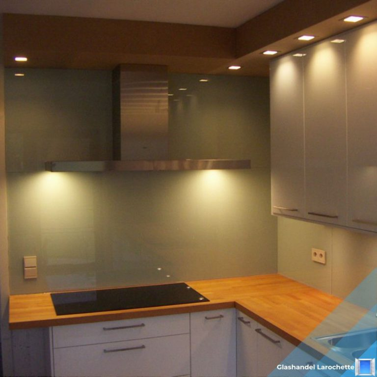 Glazen achterwand in de keuken